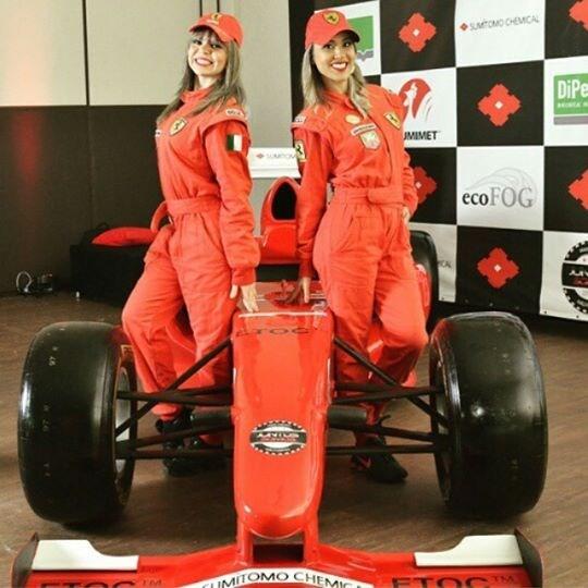 garotas e carro formula I
